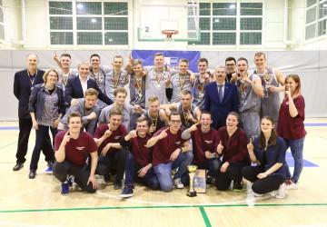 II vaikinų grupė: VU ekipai – auksas, ISM – sidabras, VGTU – bronza